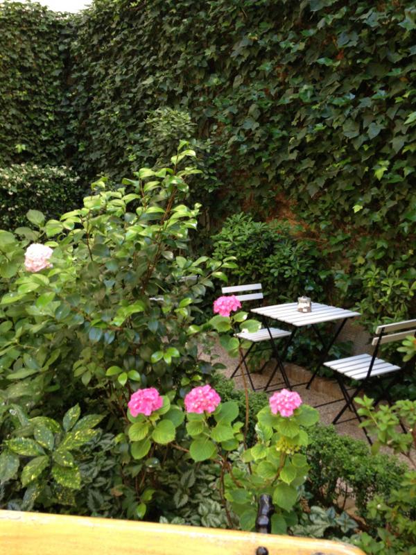 Los jueves del jard n en el museo del romanticismo una for Cafe el jardin madrid