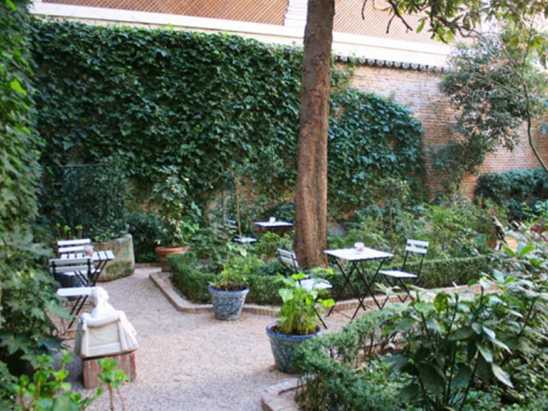 Los jueves del jard n en el museo del romanticismo una for Calle jardines getafe